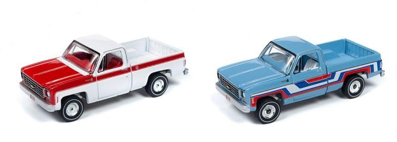 Auto World – 1:64 – 1976 Chevrolet Scottsdale Truck (White and Red) – Olympic Edition / Auto World – 1:64 – 1976 Chevrolet Bonanza Truck (Skyline Blue with Stripes) – Bicentennial Edition